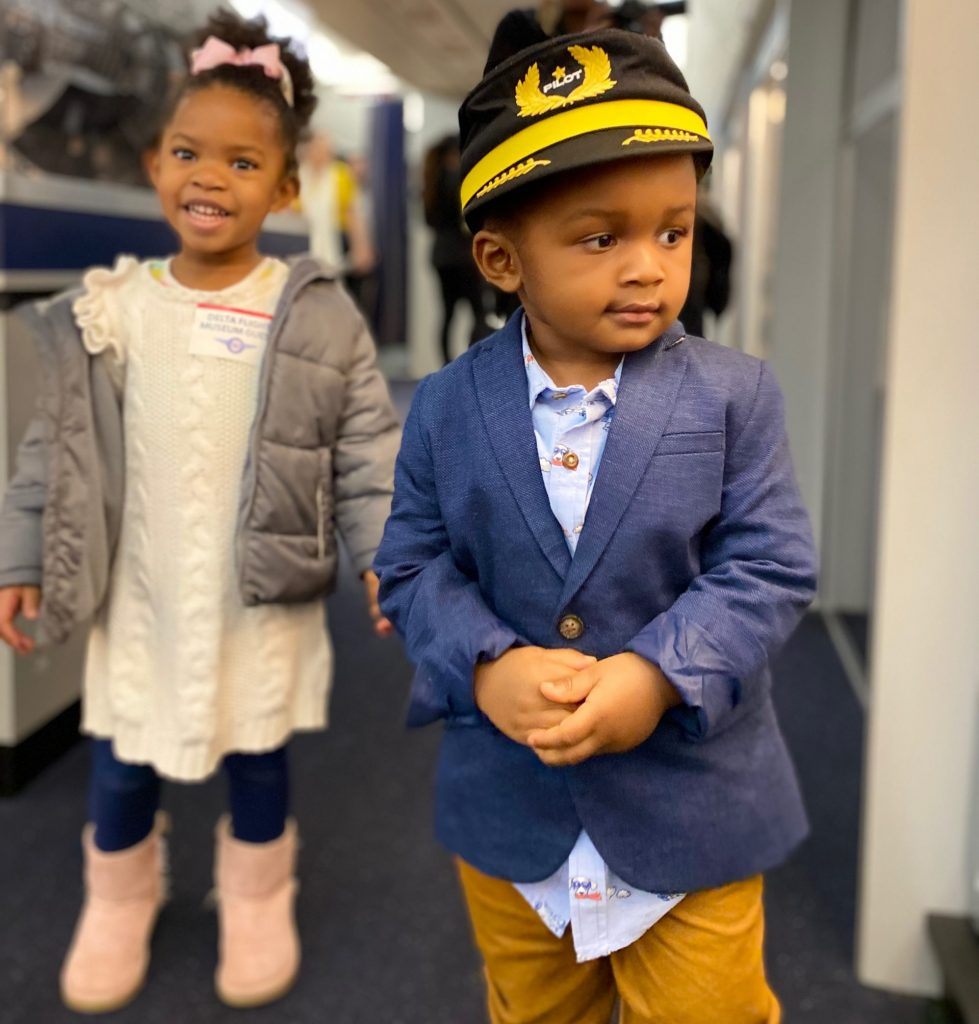 How to pull off airplane theme for 2-year-old's birthday | Honeycomb Moms | Planning a birthday party for a toddler can feel overwhelming, but not if you think like a 2-year-old and not a mom. Find tips for pulling off an airplane party any child would love.